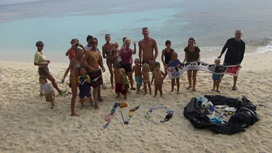 13-03-02_san-blas-islands-panama_clean-up-creativity-contest-group-photo.JPG