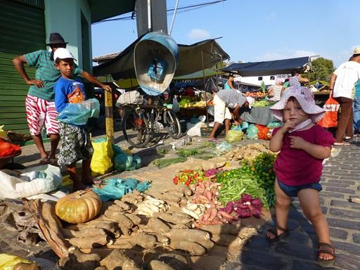 2012-10-04_brazil_maragogipe_market-2.JPG
