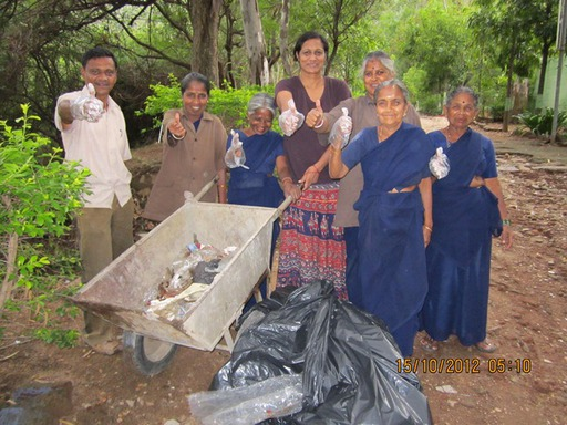 2012-10-15_exped-report_india_mangarai_clean-up.JPG