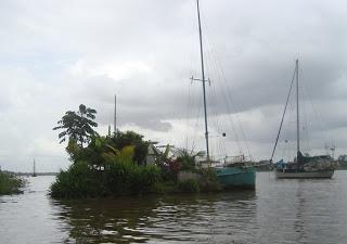 2012-11-12_suriname_plastic-bottle-island.jpg