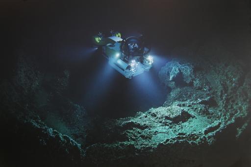2013-04-06_cocos_submarine.JPG