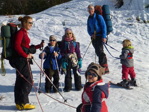 2014-03-01_usa_alaska_cordova_expedition-family-climbing-low.JPG