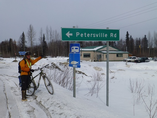 2014-03-16_usa_alaska_sea-to-denali_dario-ptersville-road.JPG