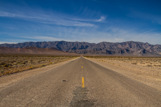 2014-11-20_usa-nevada_long-straight-roads-into-state-crossing-2.jpg