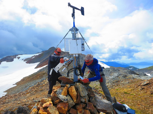 20140807_usa_alaska_juneau_lemon-creek-glacier_jamie-pierce-and-dario-fix-weather-station.JPG