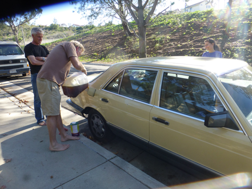 2015-01-24_usa-san-clemente_oil-into-the-car.jpg